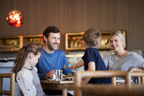 Family dining on the Mornington Peninsula