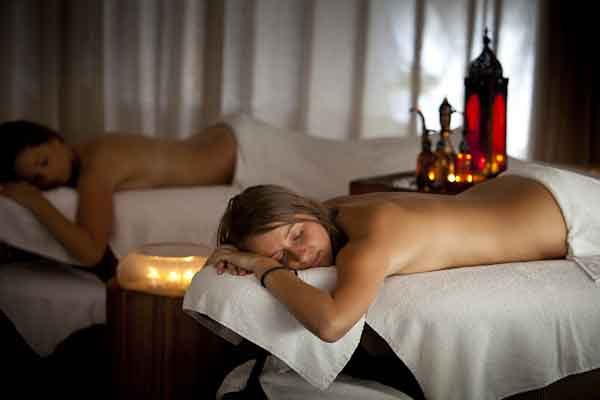 relax at the Peninsula Hot Springs on your girls golfing weekend