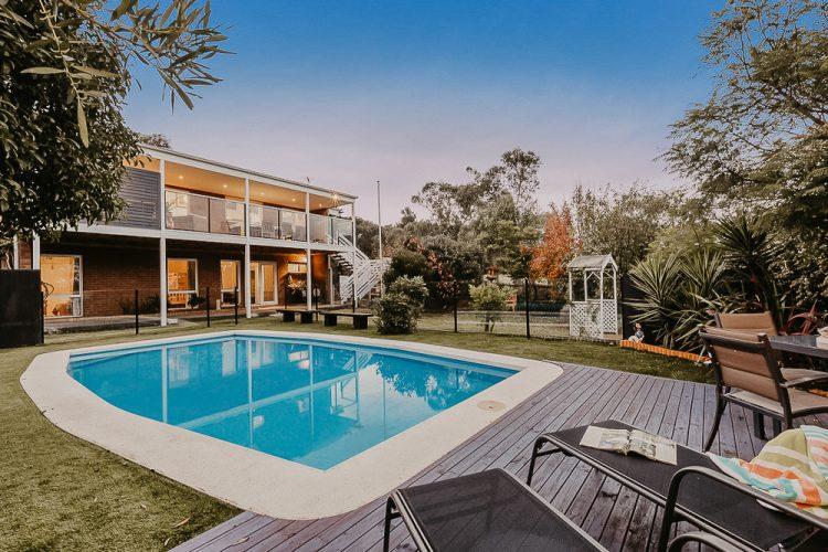 Holiday rental with pool mornington penisnula